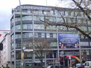 Scientology Headquarter Berlin,Das 2007 eröffnete Scientology-Büro in Berlin. Die Bewegung startete in den vergangenen Wochen im deutschsprachigen Raum eine Kampagne, um Jugendliche anzusprechen. Neben den Fällen in Klagenfurt gibt es entsprechende Berichte auch aus Berlin, Hamburg und Nordrhein-Westfalen. Bild: Brightsblog