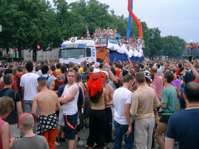 Nackt frau bild love parade foto 61