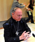 April 2013: Der Bischof wird mit Lourdes-Wasser gewaschen.