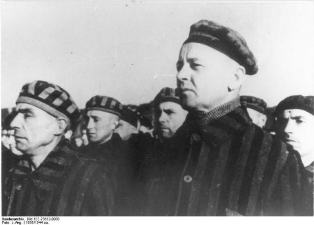 Häftlinge im KZ Sachsenhausen (Bild: Bundesarchiv, Bild 183-78612-0008 / CC-BY-SA)