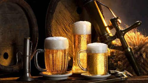 glaser-des-bieres,-fass