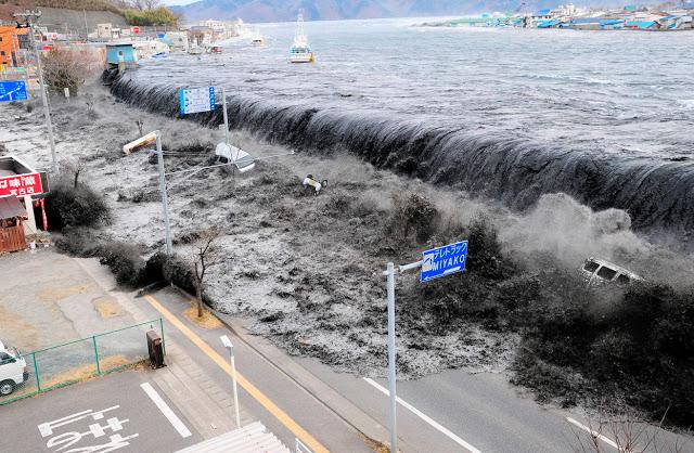 de84f-tsunami-japan-1
