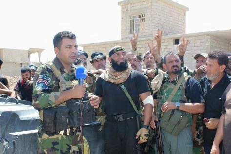 Abu Azrael (Mitte) Bild. Facebook