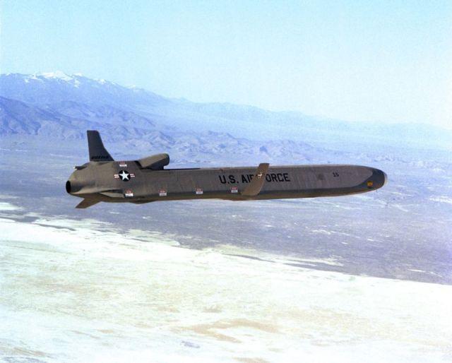 AGM-86 ALMC (air launched cruise missile), ein Marschflugkörper, der mit einem Nuklearsprengkopf von B-52-Bombern abgeschossen werden kann. Bild: DoD