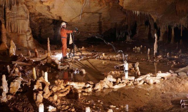 Genaue Vermessung der aus Tropfstein erbauten Kreise in der Bruniquel-Höhle. Foto: Etienne FABRE - SSAC