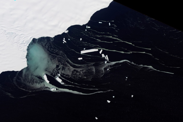 Mackenzie Bay, Antarctica. Image: NASA Goddard Space Flight Center