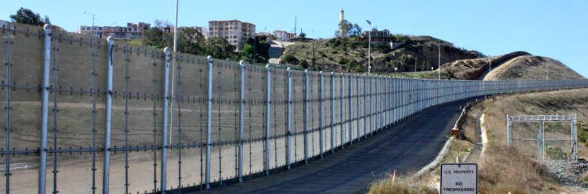 US-Mexico Border Wall in San Diego. Image: Bruno Sanchez-Andrade/Flickr