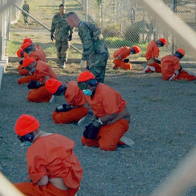 Gefangene bei ihrer Ankunft im Januar 2002, Shane T. McCoy, U.S. Navy, PD