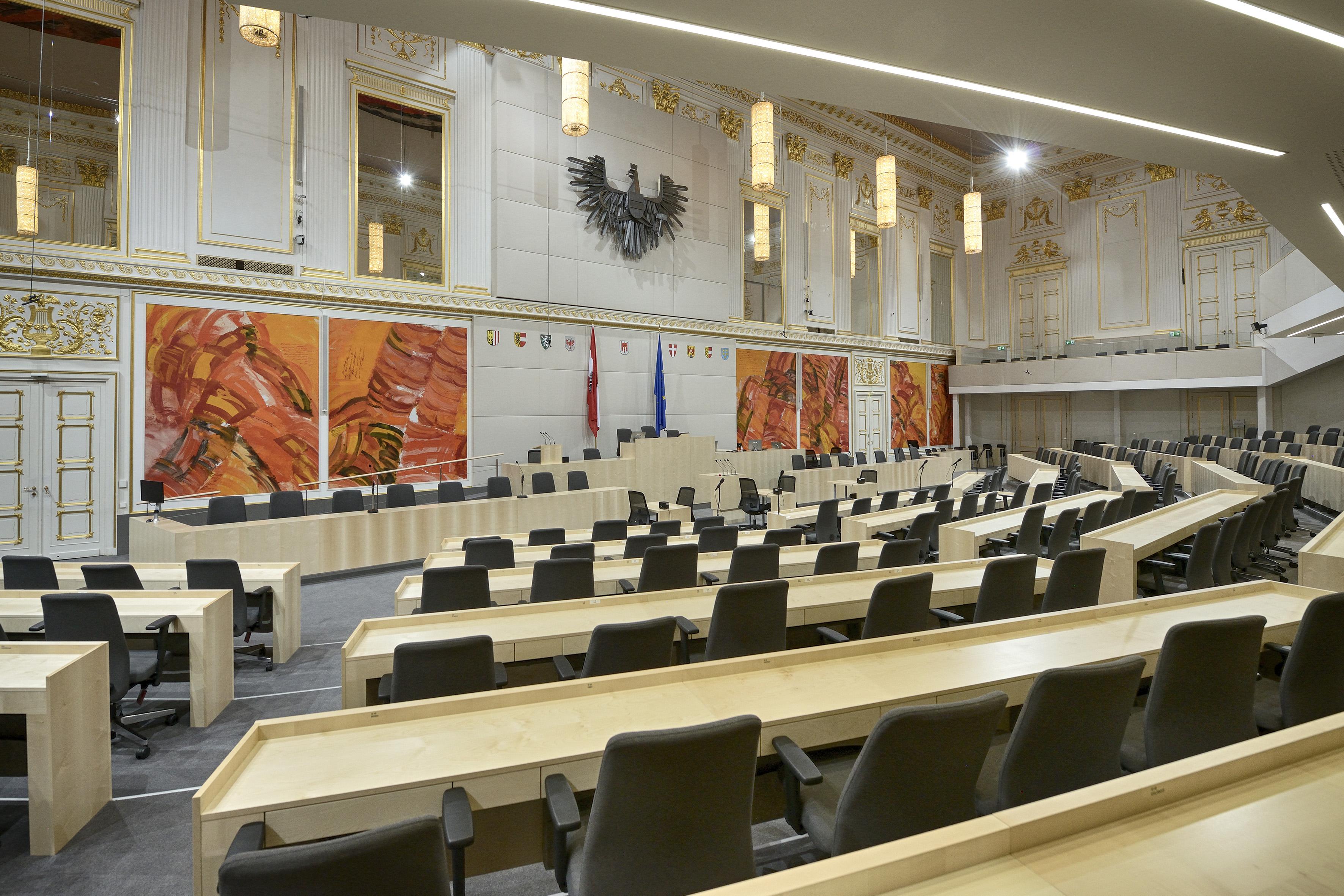 Architekturaufnahmen Hofburg Plenarsaal von National- und Bundesrat im Großen Redoutensaal in der Hofburg mit Bildern von Josef Mikl Aufnahmedatum: 19.09.2017 © Parlamentsdirektion / Johannes Zinner